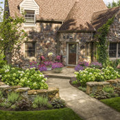 stone_house_front_yard_02.jpg