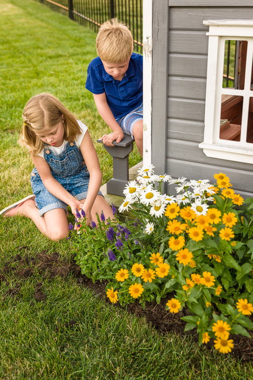 perennial_garden_playhouse_381.jpg