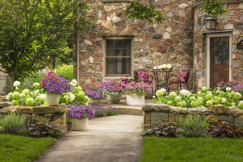 stone_house_front_yard_38.jpg